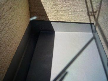 バルコニー防水塗装防水材一層目塗装完了
