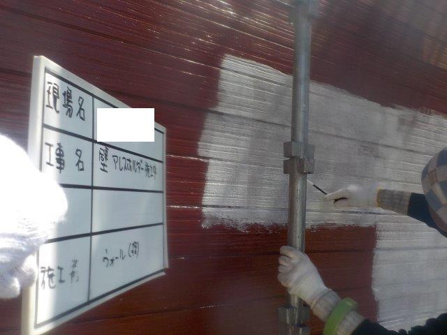 外壁サイデイング溶剤シリコン塗装下塗り二層目塗装状況