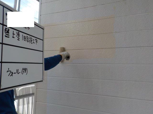 外壁サイデイング溶剤シリコン塗装上塗り一層目塗装状況