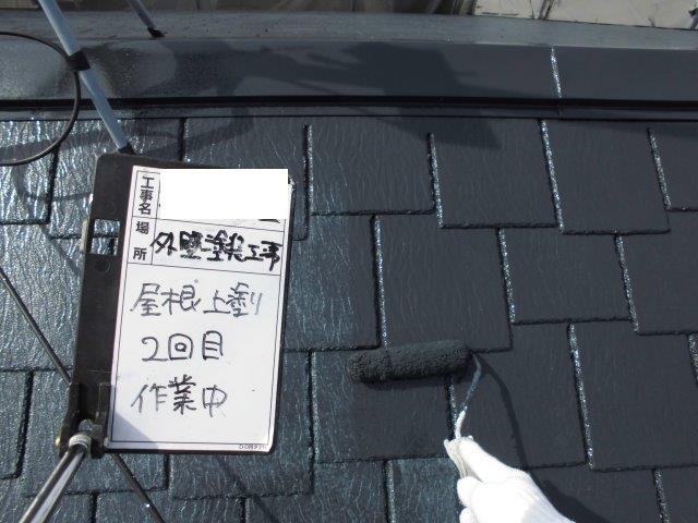 屋根カラーベスト遮熱フッ素塗料塗装上塗り二層目塗装状況