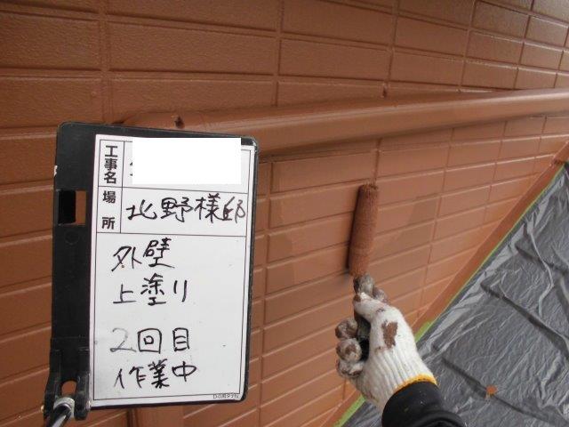 外壁サイディングフッ素塗料塗装上塗り二層目塗装状況