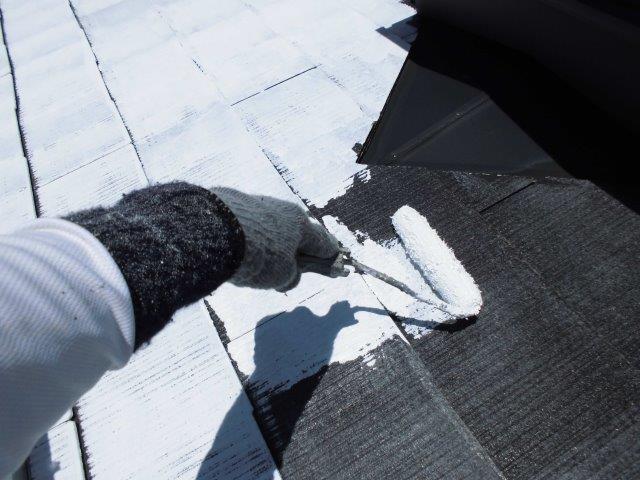 屋根カラーベストキルコ遮断熱塗料塗装一層目塗装状況