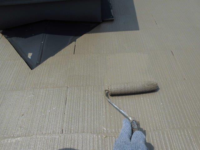 屋根カラーベストキルコ遮断熱塗料塗装四層目塗装状況