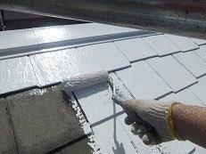 屋根カラーベスト遮熱フッ素塗装下塗り一層目塗装状況