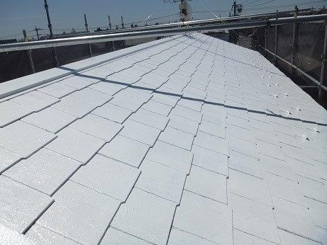 屋根カラーベスト遮熱フッ素塗装下塗り二層目塗装完了