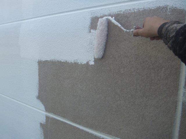 外壁ALCフッ素塗料塗装下塗り二層目塗装状況