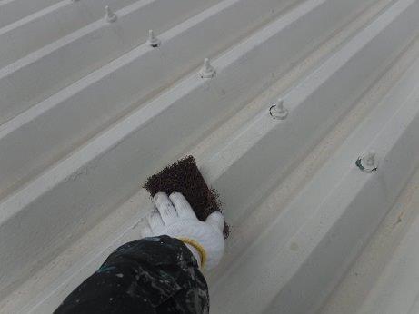 折半屋根塗装前素地調整状況