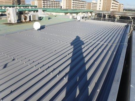 折半屋根上塗り一層目塗装完了