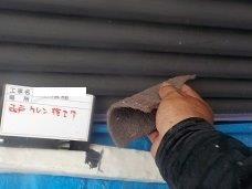 外壁付帯部雨戸塗装前素地調整状況