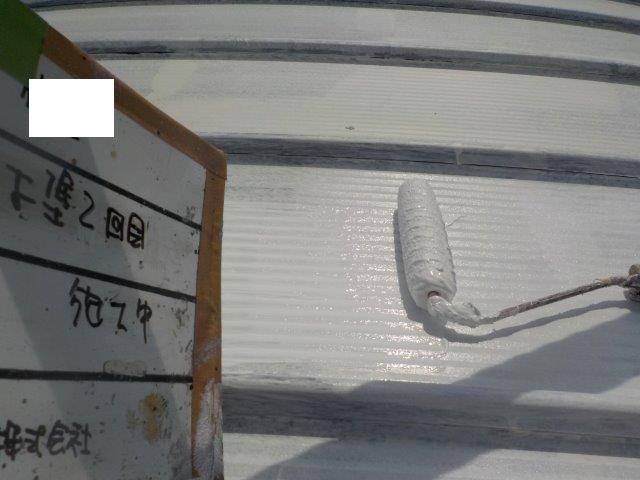 折半屋根キルコ断熱塗料二層目塗装状況