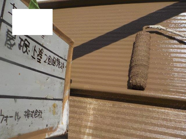 折半屋根キルコ遮熱塗料二層目塗装状況