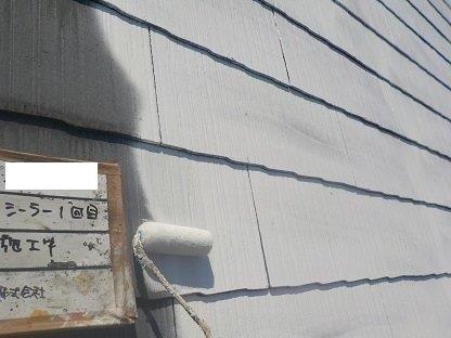 屋根遮熱シリコン塗装下塗り一層目塗装状況