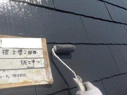 屋根遮熱シリコン塗装上塗り二層目塗装状況