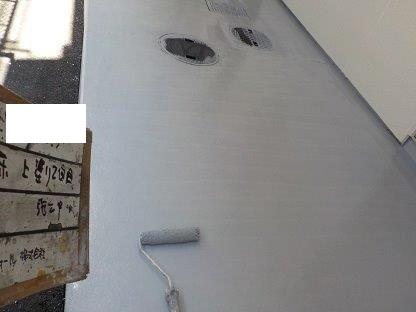 共用通路土間塗装上塗り二層目塗装状況
