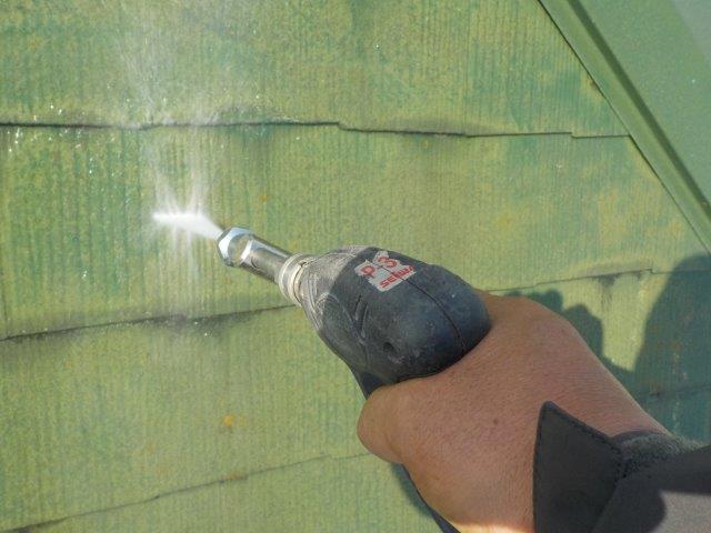 板金屋根キルコ遮断熱塗料塗装前高圧洗浄状況