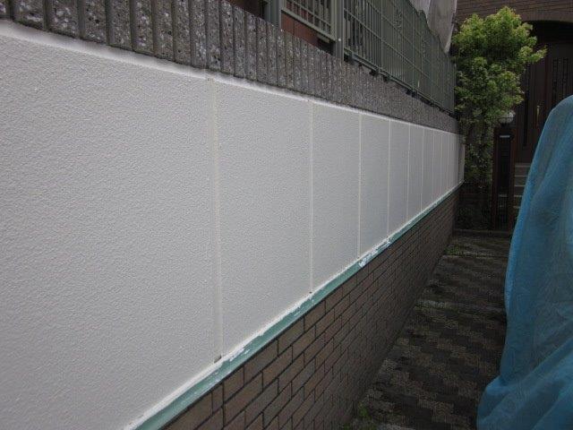 外塀塗装上塗り一層目塗装完了