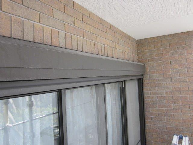外壁付帯部シャッターボックス塗装施工前