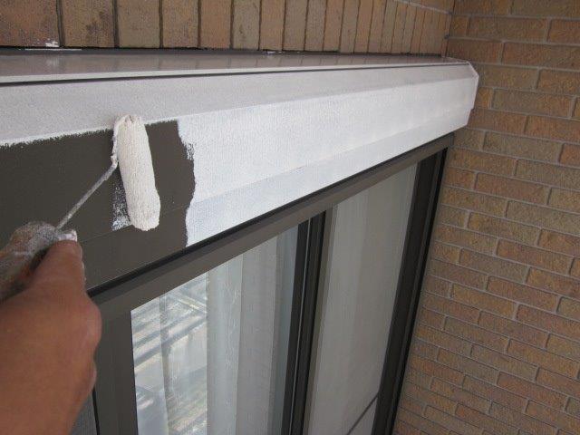 外壁付帯部シャッターボックス塗装錆止め塗装状況