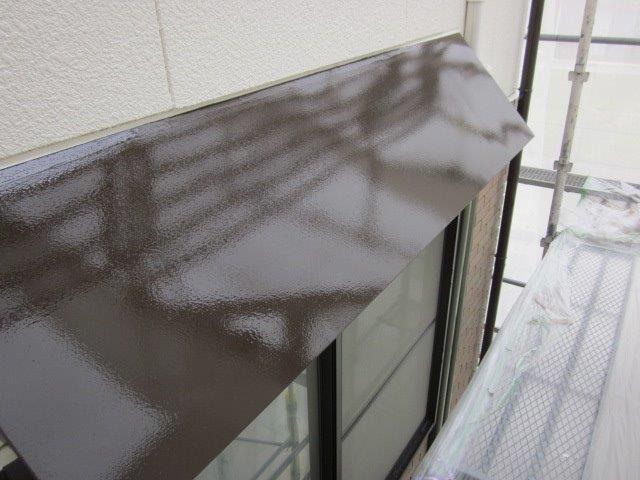 外壁付帯部庇塗装上塗り二層目塗装完了