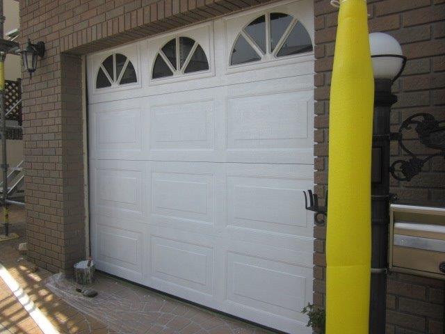 車庫鉄扉塗装上塗り一層目塗装完了