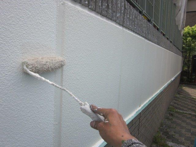 外塀塗装上塗り二層目塗装状況
