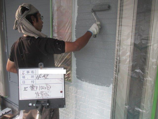 外壁サイディングキルコ断熱塗料上塗り一層目塗装状況