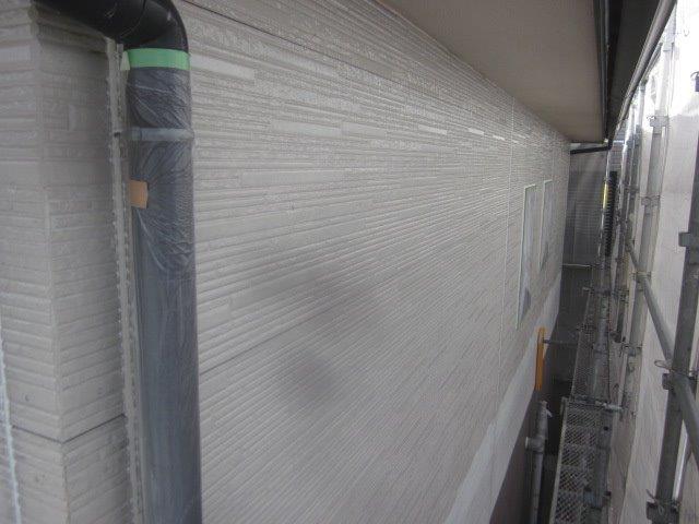 外壁サイデイングフッ素塗料塗装下塗り一層目塗装完了