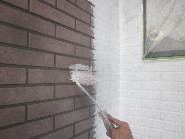 外壁タイル調サイデイング2色塗りフッ素塗料塗装下塗り塗装状況