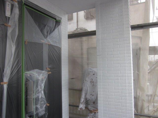 外壁タイル調サイデイング2色塗りフッ素塗料塗装下塗り塗装完了