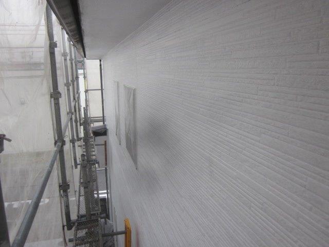 外壁サイデイングフッ素塗料塗装下塗り二層目塗装完了