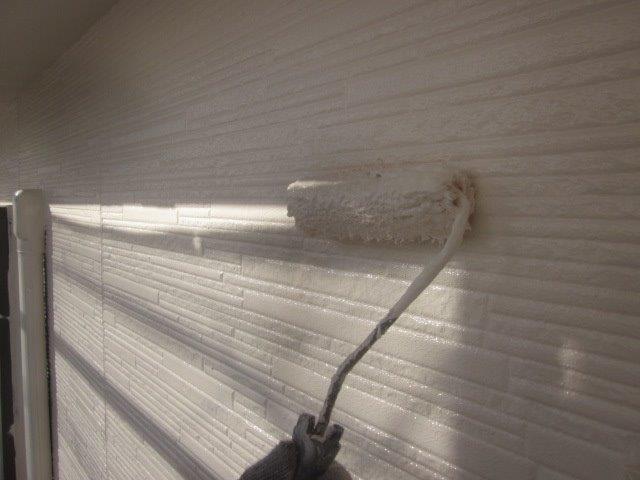 外壁サイデイングフッ素塗料塗装上塗り一層目塗装状況