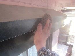 外壁付帯部シャッターボックス塗装前素地調整状況