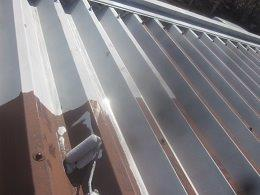 車庫折板屋根錆止め塗装状況