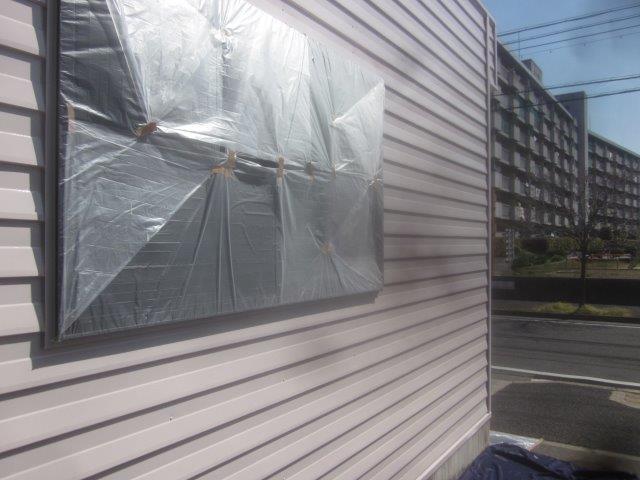 車庫外壁板金溶剤シリコン上塗り一層目塗装完了
