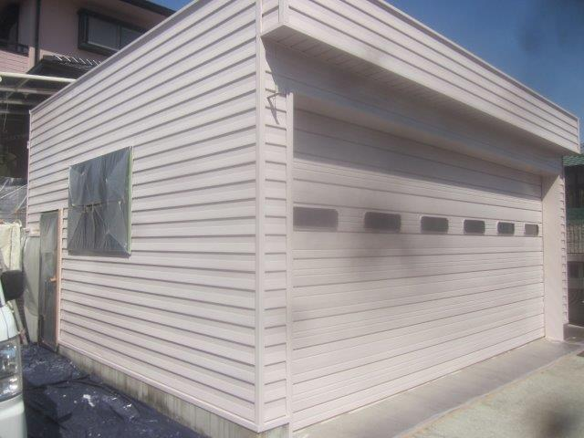 車庫外壁板金溶剤シリコン上塗り二層目塗装完了