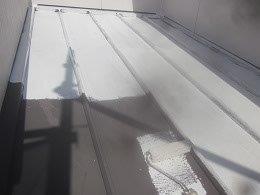 板金屋根遮熱フッ素塗料塗装錆止め塗装状況