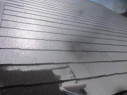 屋根遮熱フッ素塗料塗装下塗り一層目塗装状況