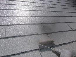 屋根遮熱フッ素塗料塗装下塗り二層目塗装状況