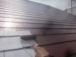 屋根遮熱フッ素塗料塗装上塗り一層目塗装状況