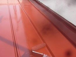 板金屋根遮熱フッ素塗料塗装上塗り二層目塗装状況