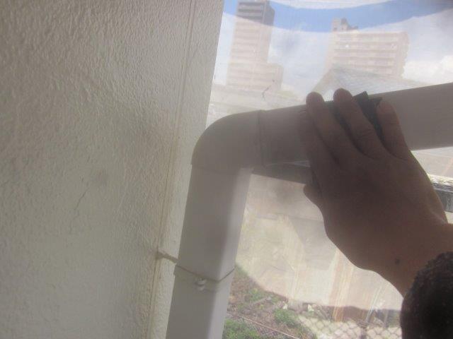 外壁付帯部雨樋塗装前素地調整状況