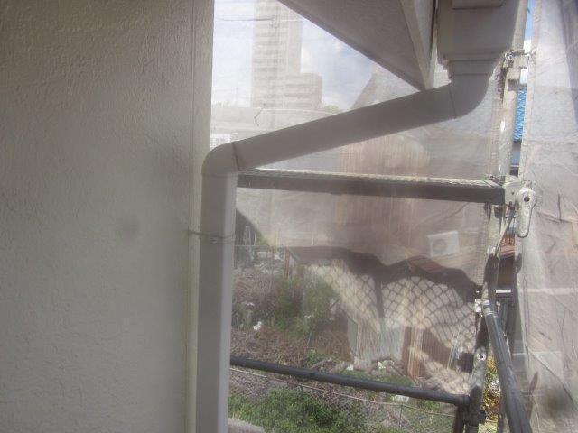 外壁付帯部雨樋塗装前素地調整完了