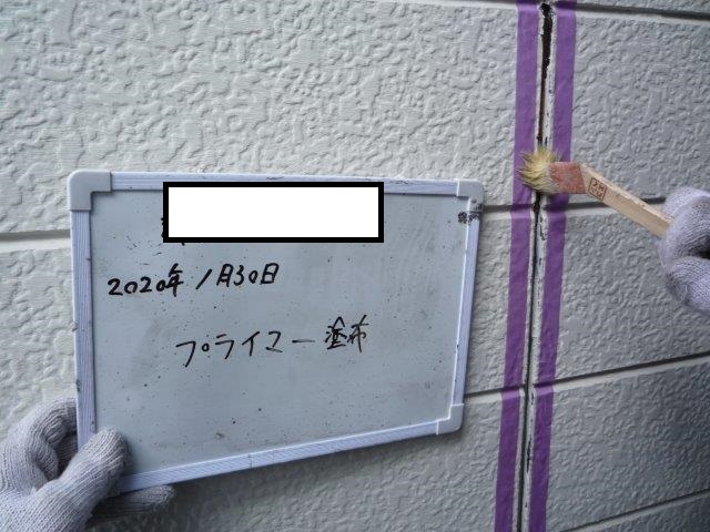 外壁サイデイング目地コーキングプライマー塗布