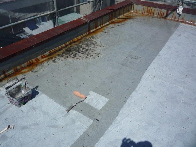 屋上防水塗装下塗り状況