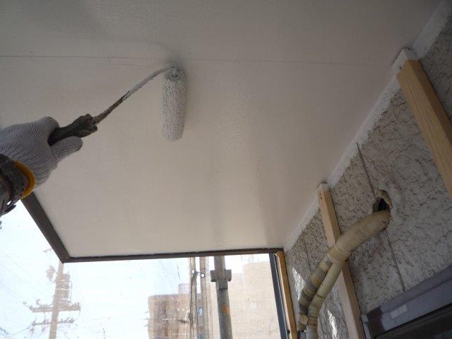 屋上防水塗装上塗り二層目塗装状況