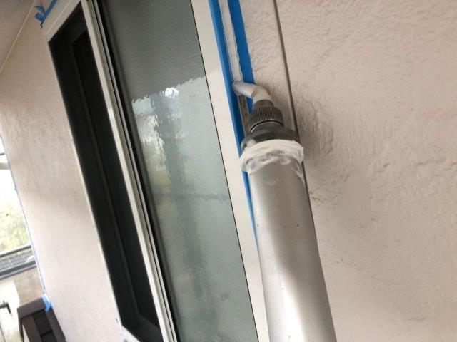 外壁サイディングサッシ廻りコーキング打設状況