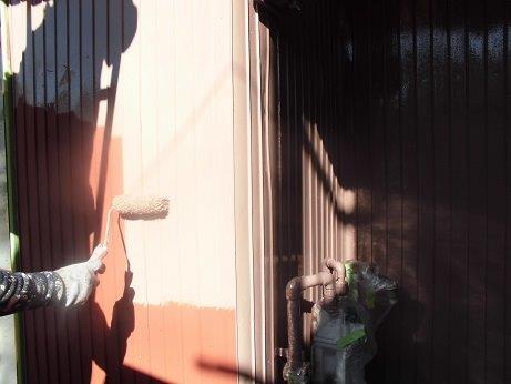 外壁トタン用座シリコン塗料塗装上塗り一層目状況