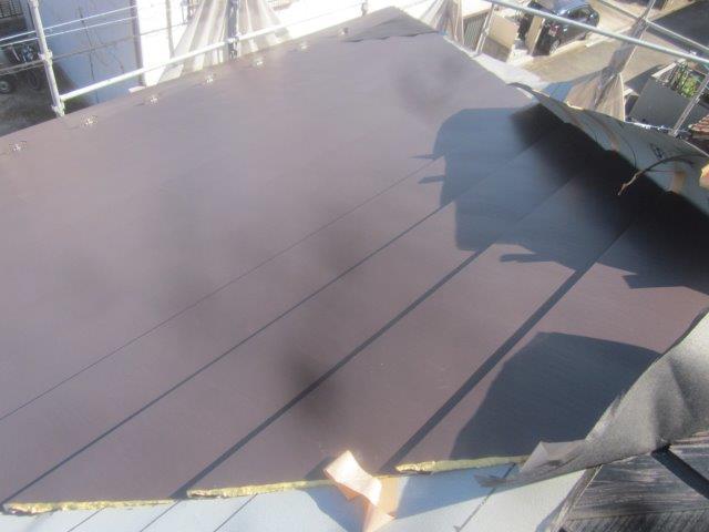 屋根ニチハ横暖ルーフαプレミアムS貼り状況