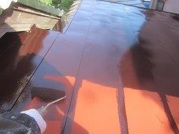 屋根塗装上塗り一層目塗装状況