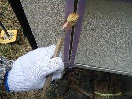 外壁サイディング目地既存コーキング撤去後プライマー塗布状況